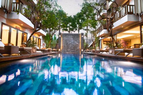 インドネシア・スミニャック(バリ島)4つ星ホテル